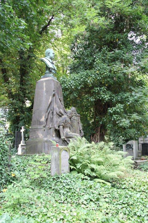0188-Prague-cimetière-Olšany