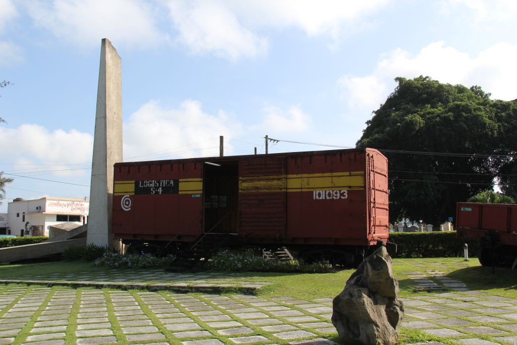 0105-Cuba-Santa-Clara-monument-train-blindé