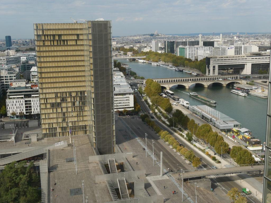 Vue du 18ème étage de la Tour des lois