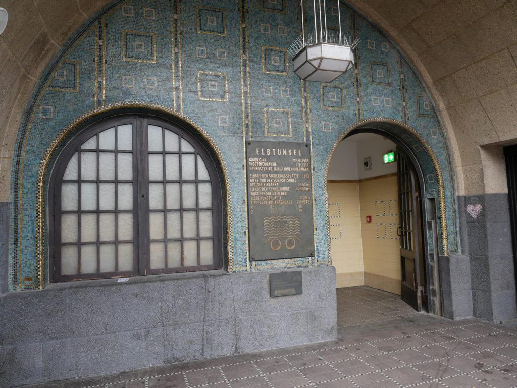 L'entrée du tunnel à  Landungsbrücken