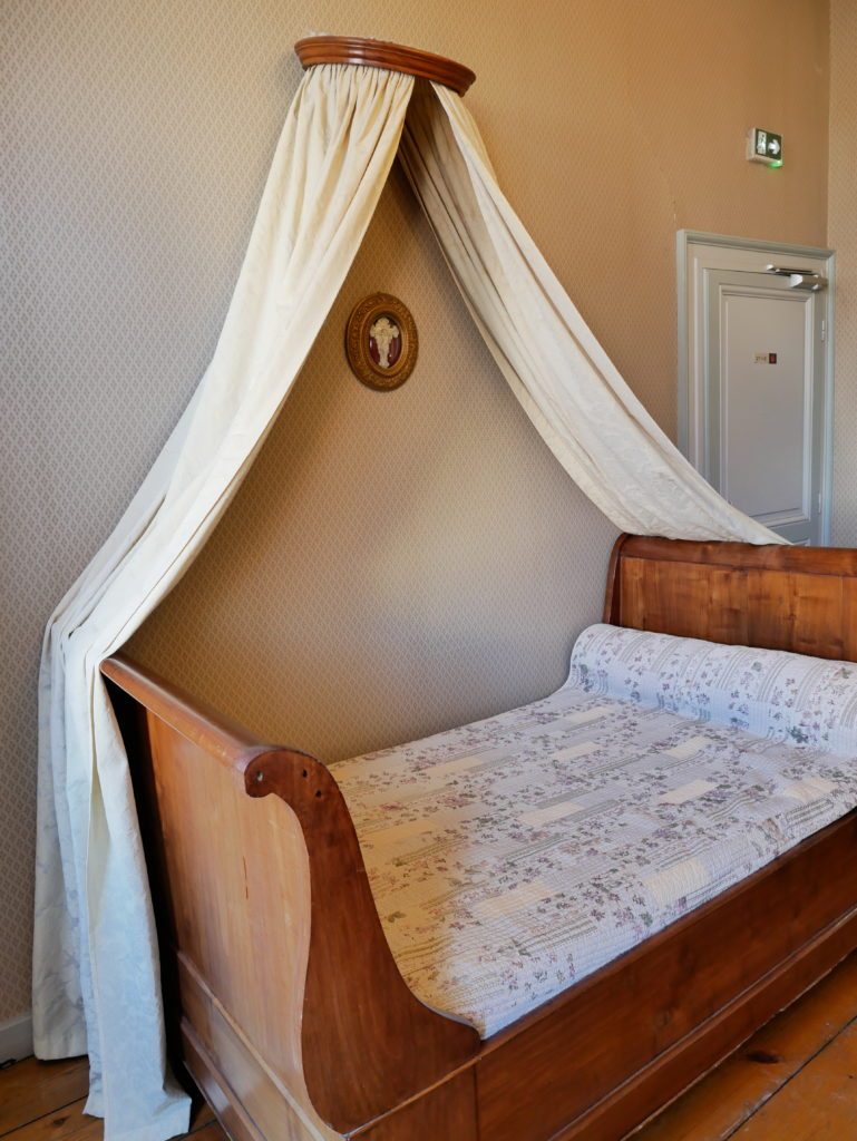 Le lit du général